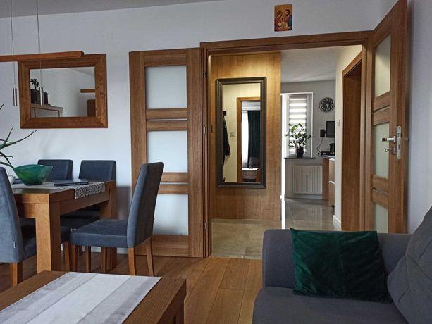3 pokoje z ogródkiem i garażem, 56 m², oddzielna kuchnia, Nowe Miasto