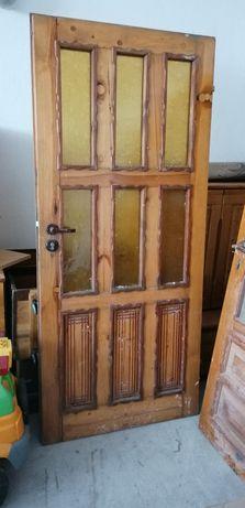 Drzwi drewniane oszklone