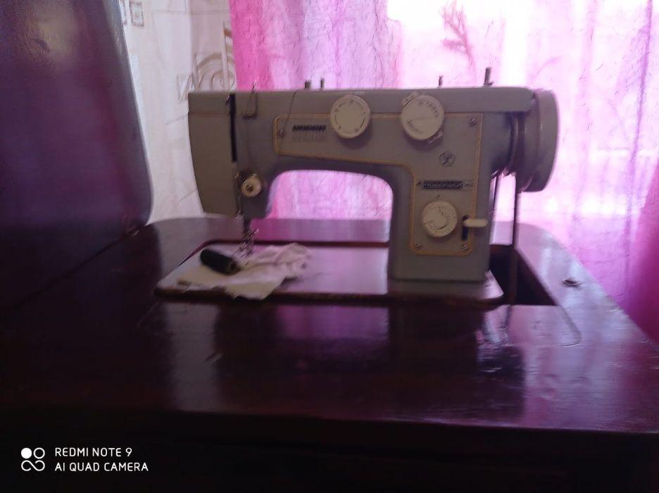 Ручная швейная машина Луганск - изображение 1