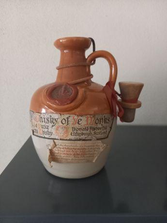 Vendo Garrafa antiga de Whisky Of Ye Monks.  Com mais de 50 anos