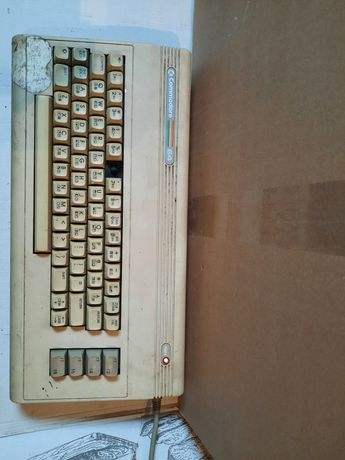 Sprzedam Commodore 64 zasilacz magnetofon joystick zestaw