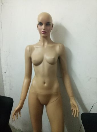 Продам женский манекен во весь рост и два женских портновских манекена