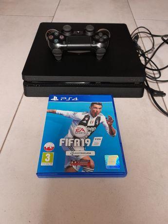 Konsola PlayStation 4