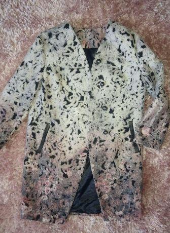Пальто жіноче (весна)