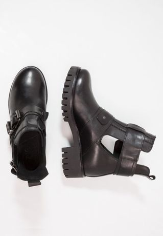 Фирменные ботинки деми на грубой тракторной подошве, 37 р