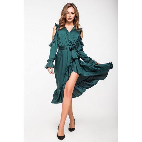 Нарядное шелковое платье изумрудного цвета