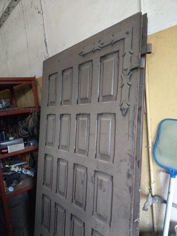 Brama garażowa drewniana sosna