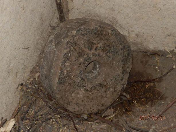 Камінь для млина (жорна)