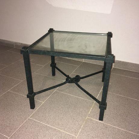 Mesa de ferro e vidro