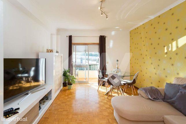 Apartamento T3 em Alfornelos com Varanda, Arrecadação e Elevador