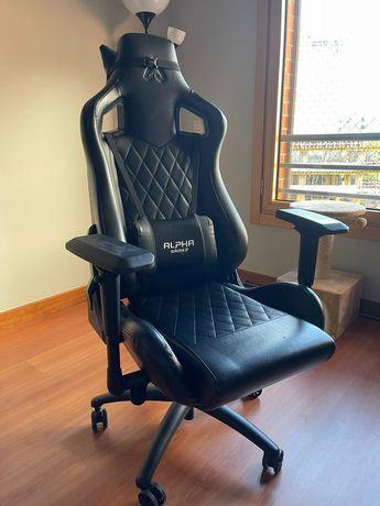 Cadeira Gaming Alpha - usada