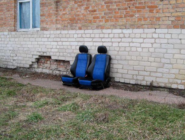 Продам откидные сидения кожа, ткань.