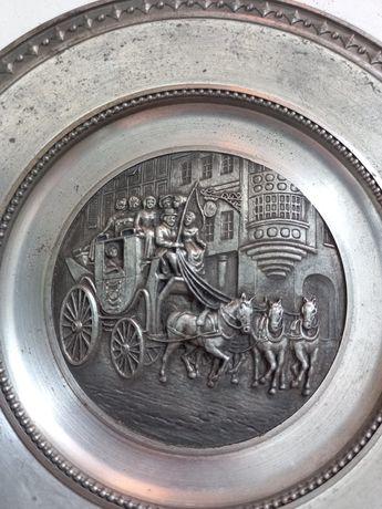 Винтаж. Винтажная  настенная оловяная тарелка
