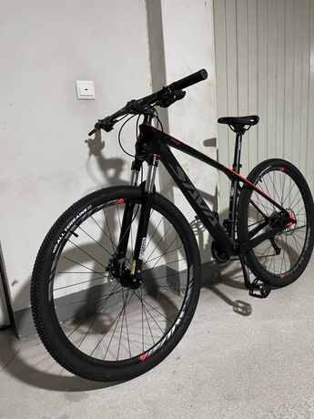 Bicicleta em carbono nova