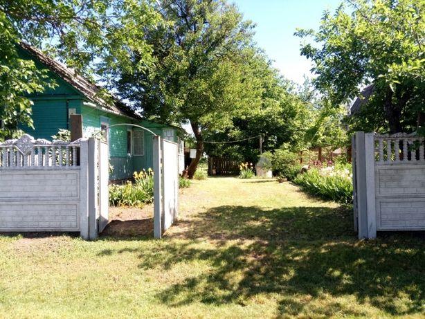 Приватизированный земельный участок 22 сотки с одноэтажным домиком.