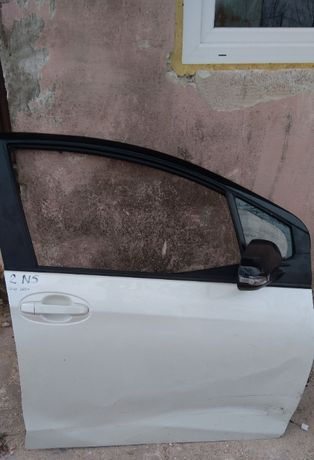 Drzwi prawe przednie Toyota Yaris III lekkie wgniecenie, z lusterkiem