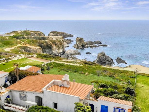 Casa com Localização Única em Porto Covo, em cima do mar,...