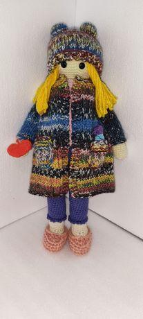Вязаная Куколка с рюкзачком.