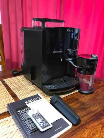 KRUPS EA 8250: kompaktowy, automatyczny ekspres do kawy