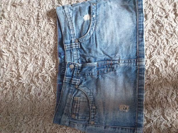Spódnica jeansòwka,przetarcia