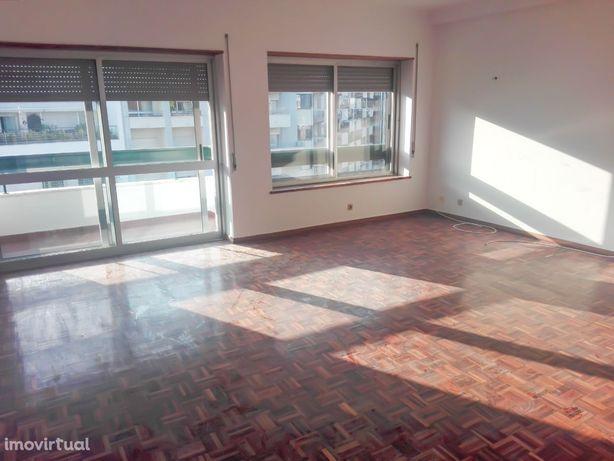 Apartamento T3 em Coimbra (R. Gen. Humb. Delgado)