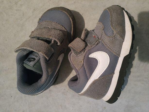 Sapatilhas bebé Nike tamanho 21