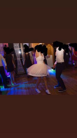 Krótka suknia ślubna z perełkami