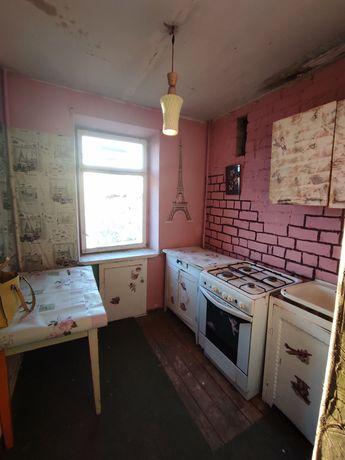 Продам 1  квартиру  в кирпичном доме