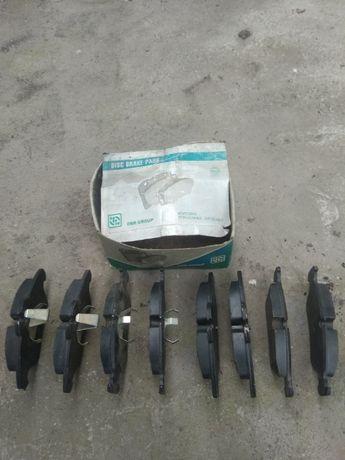 Продам комплект тормозних накладок на LT-35