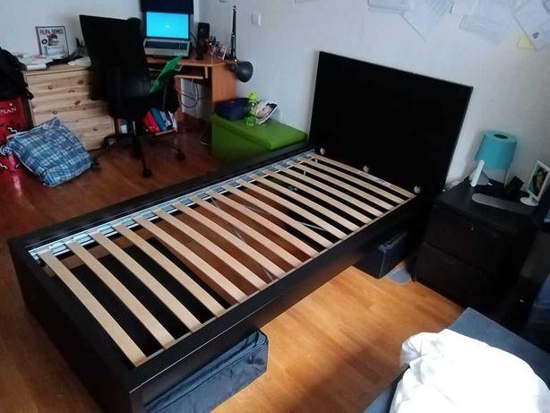 cama IKEA com leds embutidos sem colchão