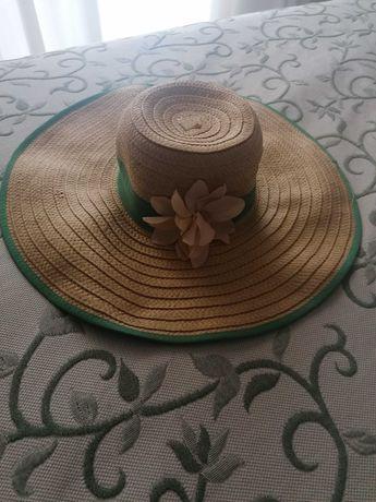 Chapéu de verão com flor