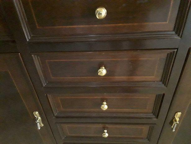 Movel em cerejeira  7 gavetas , duas portas