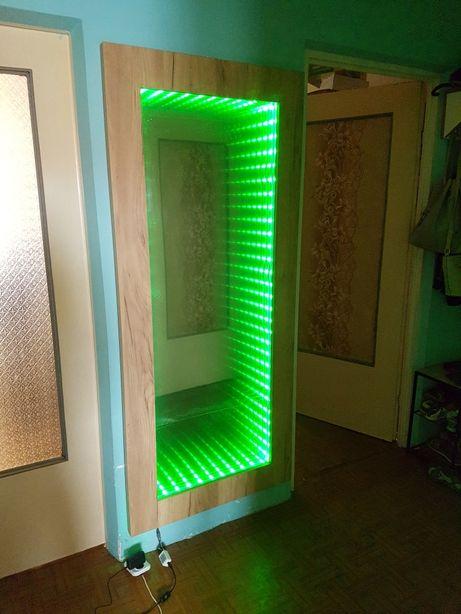 Lustro w dębowej ramie z efektem nieskończoności Illusion Mirror