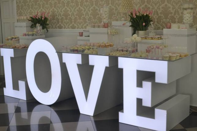 Napis LOVE stół weselny producent