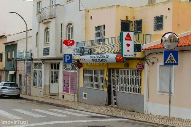 Snack- Bar/Restaurante no centro de Lagoa.Frente à Clínica Particular