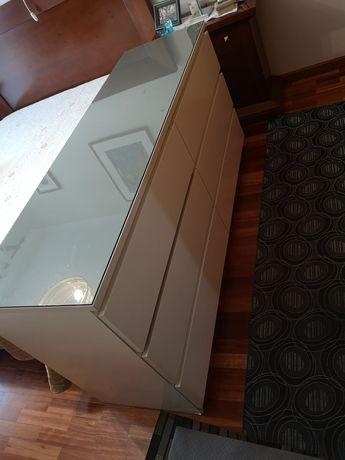 Comoda Malm Ikea 6 gavetas com tampo vidro