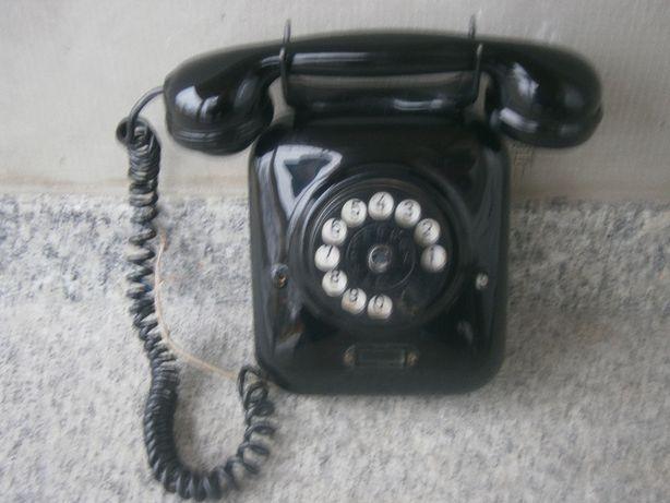 stary przedwojenny telefon