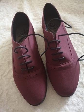 Buty damskie w rozmiarze 40