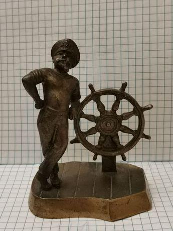 Бронзовая статуэтка моряка