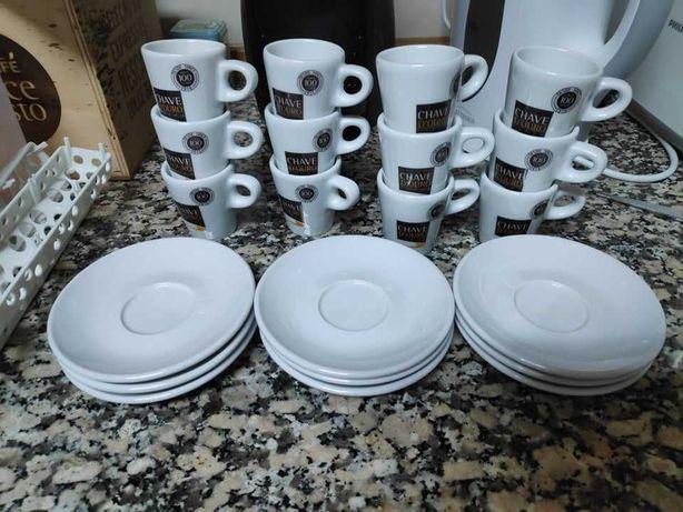Chávenas de café da Chave D'Ouro com Pires