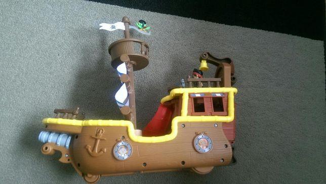 Statek Łajbek - Jake i piraci z Nibylandii + dodatkowe figurki