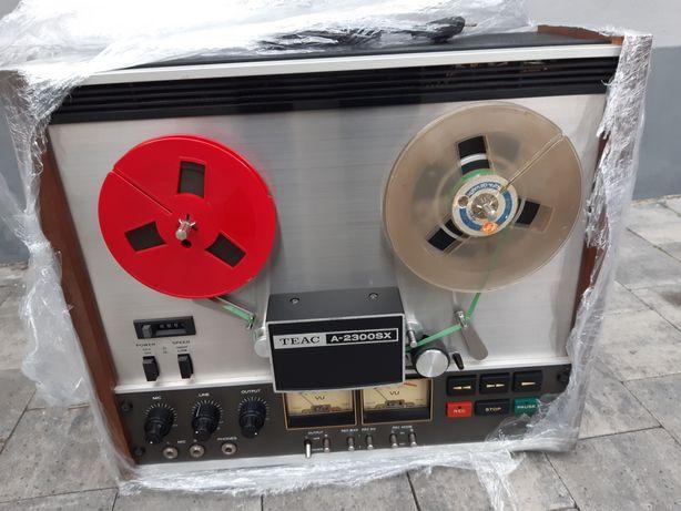 Magnetofon szpulowy TEAC A-2300sx.