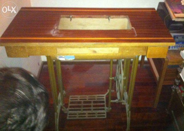 Mesa de máquina de costura Refrey. Excelente estado