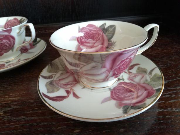 Filiżanki porcelana wzór w róże