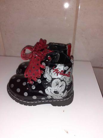 Urocze buciki dziewczęce
