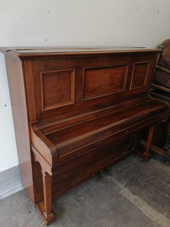 Pianino przywiezione z Niemiec