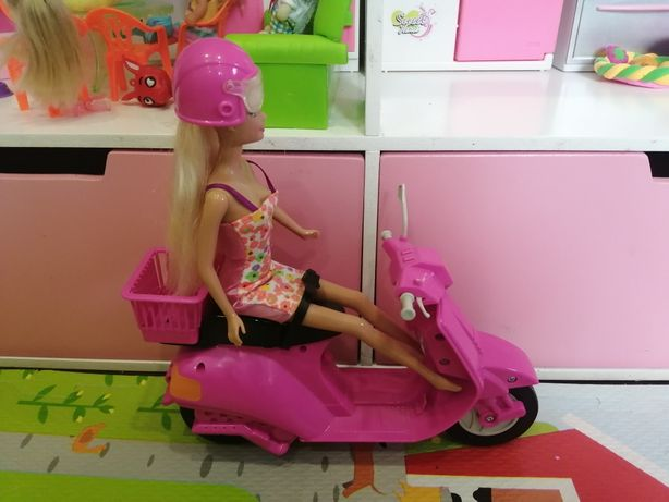 Барби со скутером