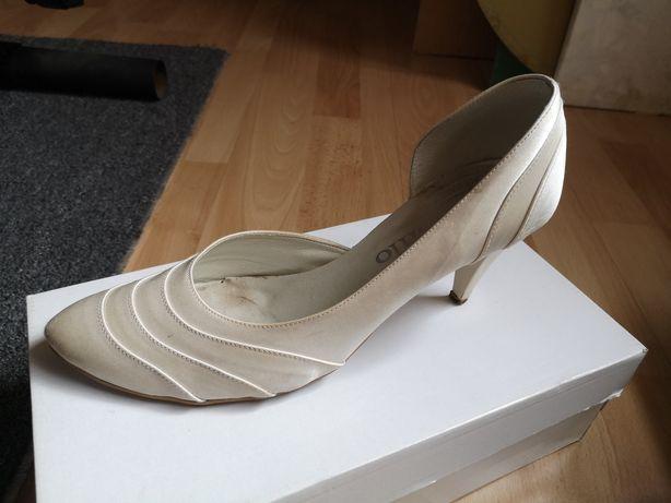 Buty satynowe krem