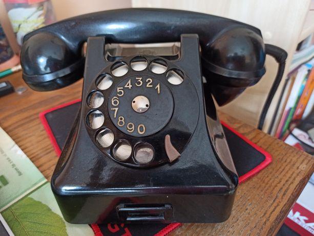 Analogowy telefon stacjonarny z PRL-u