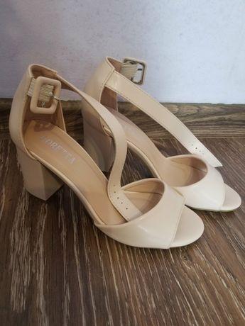 Босоніжки взуття 35-36 розмір